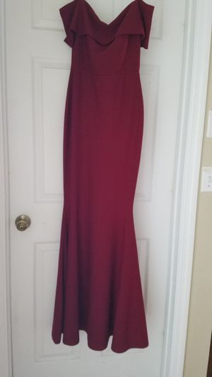 Windsor Madison burgandy long dress for Sale in Clermont, FL