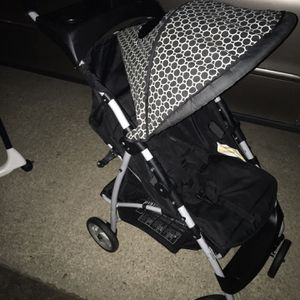 Nice fold up stroller only $25 firm for Sale in Severn, MD