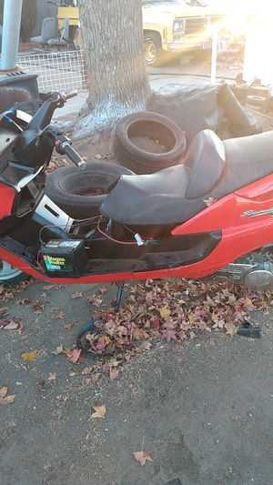 Bandit/Suzuki (UC150) for Sale in Fresno, CA