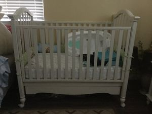 Bonavit baby crib used for a baby's visit last Christmas is almost new. Original price brand new was 450.00 for Sale in El Centro, CA