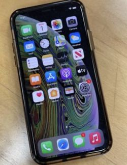 iPhone XS In Mint Condition - 64 Gig for Sale in Lemont,  IL