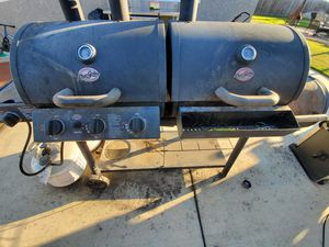 BBQ grill with smoker box. for Sale in Chula Vista, CA