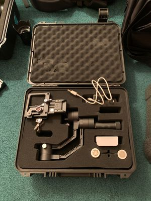 Zhiyun Crane V2 3-axis stabilizer for Sale in Boynton Beach, FL