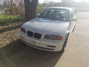 BMW 325i runs good like new clean inside and low mileage 156,000 year. 2001 for Sale in Longmont, CO