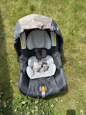 Chico car seat for Sale in Des Moines, IA