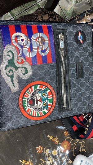 Authentic Gucci messenger bag for Sale in Bell Gardens, CA