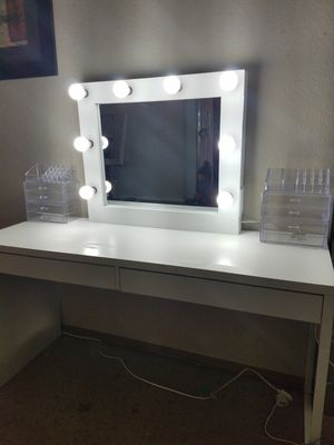 Makeup vanity mirror. NO DESK for Sale in Moreno Valley, CA