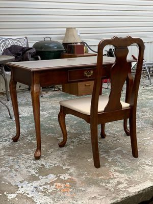 Antique Secretary Desk and matching chair for Sale in Zephyrhills, FL