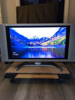 """(Great Condition) SHARP 32"""" LCD HDTV for Sale in Mission Viejo, CA"""