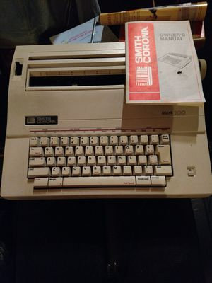 Smith Corina Mark 100 Typewriter. Works. for Sale in Tacoma, WA