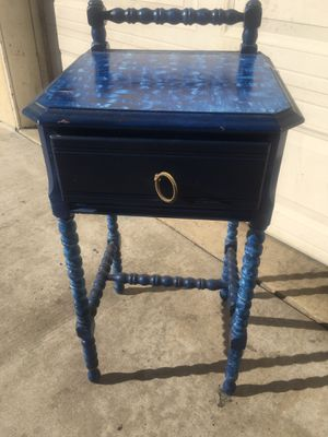 Antique wooden spindle side table for Sale in Costa Mesa, CA