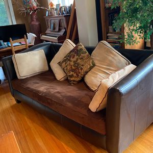 Couch/sofa for Sale in St. Louis, MO