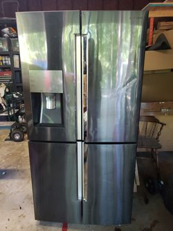 Samsung Fridge For Parts Or Repair for Sale in Simpsonville, SC