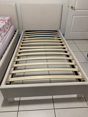 (2) twin size bed (each 150) for Sale in Miami, FL