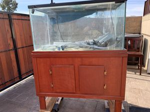 125 Aquarium for sale. Well maintained and comes with everything; 2 aqua clear 500 filters,FLUVAL 404 canister filer, large heater, extra large air for Sale in Long Beach, CA