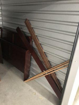 Free Queen Cherry Wood Sleigh Bed Frame for Sale in Mansfield, TX