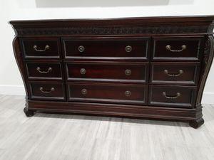 Dresser/Credenza/TV Stand/Hutch. Mueble for Sale in Sun City, AZ