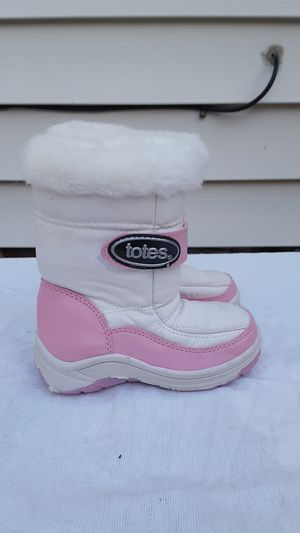 Girls winter boots for Sale in Wickliffe, OH
