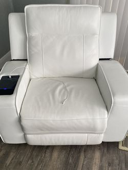 Kane's Furniture White Recliner and 3 Piece Sofa for Sale in Orlando,  FL