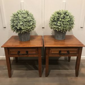 Two Beautiful Solid Wood Night Stands In Good Condition ! 20 In W X 18 In L X 19.5 In H for Sale in Vancouver, WA