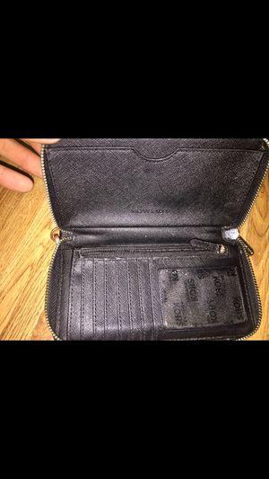 Michael Kors clutch wallet zip black for Sale in Henderson, NV