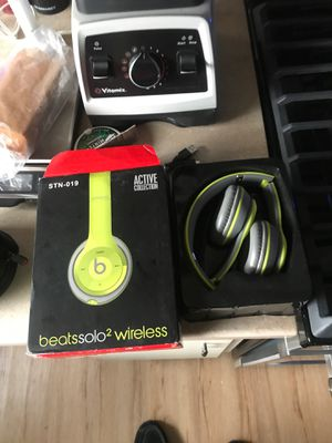 2 one time only used beats solo 2 wireless headphones with all the accessories for Sale in Winthrop, MA