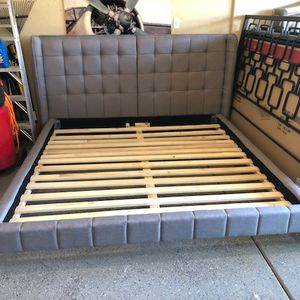 Brand New Standard Gray Upholstered Platform King Bed (90x92x48) 🙏🏼 Please Read Description 👀 for Sale in North Las Vegas, NV