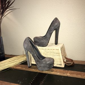 Prom is coming-Zigi Soho leather suede heels for Sale in Naches, WA