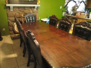 8 Seat Traditional Dining table 9FT x 3FT 10IN x 2 FT 6IN for Sale in Glendale, AZ