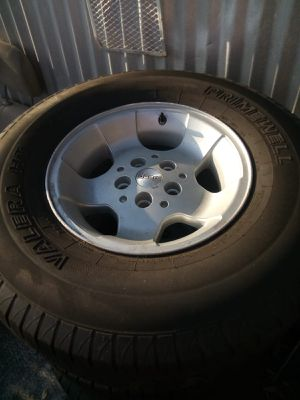 Nice set of wheels and tires for a Jeep 31x10.50R15LT for Sale in Tampa, FL