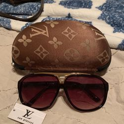 Sunglasses With Case (Price Reflect ) for Sale in Bakersfield,  CA