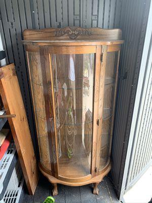 Curio Cabinet w/light for Sale in Tracy, CA