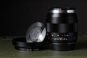 ZEISS Distagon T* 28mm f/2 ZE Lens for EF Mount for Sale in Los Angeles, CA