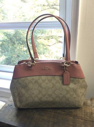 Coach Cross Body Hand Bag for Sale in Queens, NY