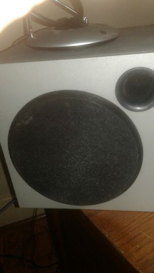Looking for home stereo powered subwoofers dead or alive for Sale in Saint Joseph, MO