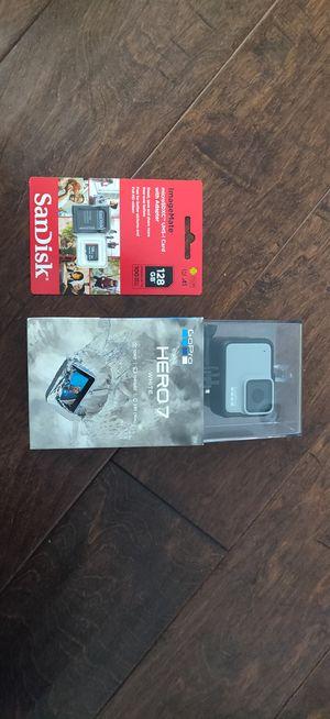 GoPro Hero 7 + 128 GB SanDisk for Sale in Mesa, AZ