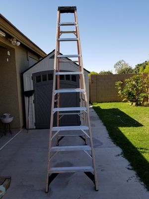 Ladder fiberglass 10 foot good condition for Sale in Tolleson, AZ
