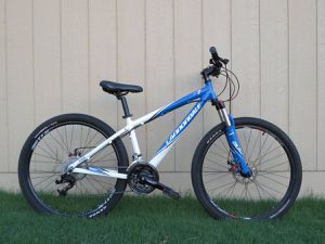 "Cannondale F7 Mountain Bike Front Suspension w/ Disc Brakes 15"" for Sale in Austin, TX"