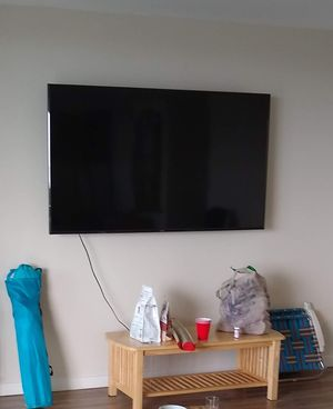 "70"" Vizio with wall mount for Sale in Oceano, CA"
