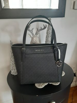 Michael kors purse new never used $150 firm for Sale in Rolling Meadows, IL