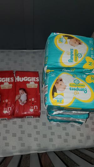 newborn pampers swaddlers 31×8 and huggies snugglers 31x2 for Sale in Diamond Bar, CA