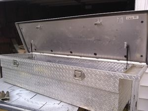 Full size toolbox for truck for Sale in Keokuk, IA