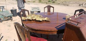 Queen Anne Dining Table and 5 chair for Sale in Maricopa, AZ