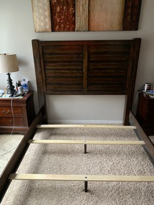 Beautiful Queen bed frame for Sale in Everett, WA