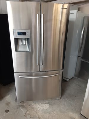 Refrigerator Samsung good condition 3 months warranty delivery and install for Sale in Oakland, CA