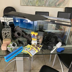 10 gallon tank setups (SELLING AS LOT) for Sale in Riverside, CA