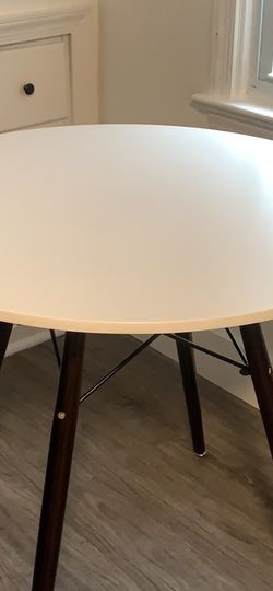 Round Dining Table 31' Black And White for Sale in Rockville,  MD