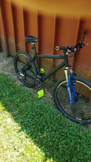 Trek mountain bike 26 inches tires frame is medium sizes for Sale in Reynoldsburg, OH