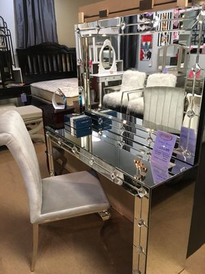 Mirror and Table for Sale in Norwalk, CA