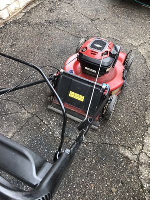 Toro personal pace self propelled lawn mower. Works good for Sale in Waterford Township, MI